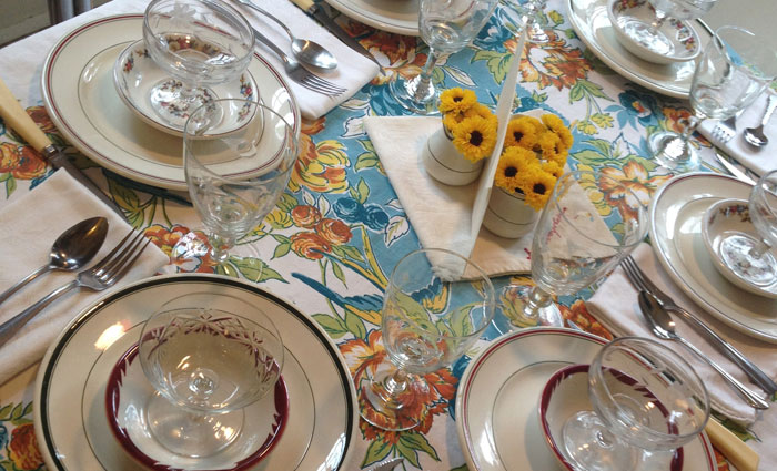 Vintage-Restaurant-Dishes-Table-Setting
